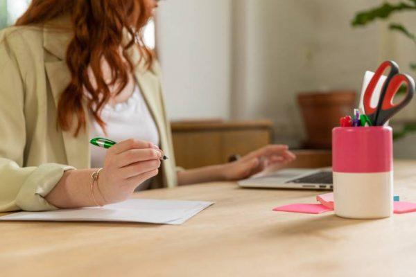 inexperienced blank slate woman desk